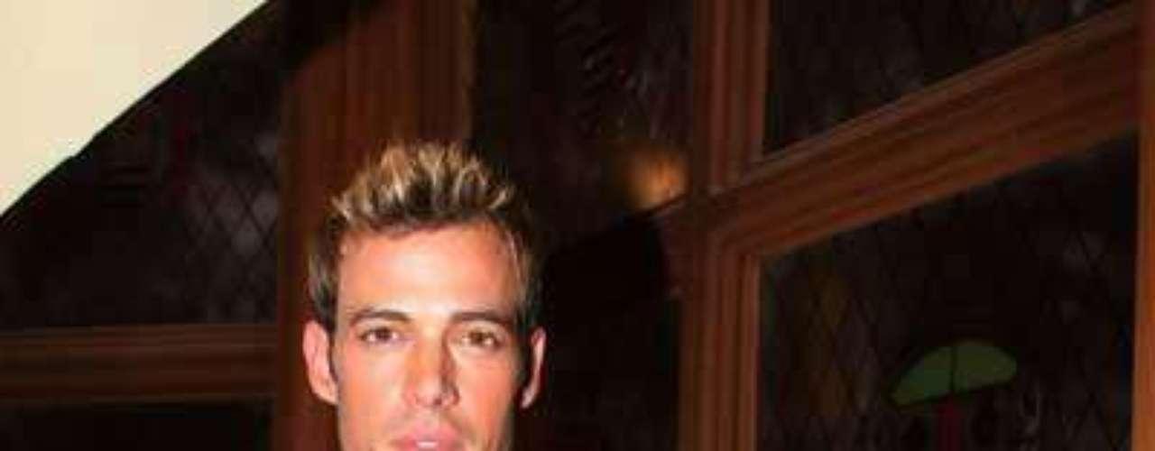 Por su parecido con la super estrella de Hollywood, lo llaman el 'Brad Pitt' cubano. Bueno, es que el porte y cuerpazo que tienen le permite que no tenga que envidiarle nada de nada al novio-prometido de Angelina Jolie.