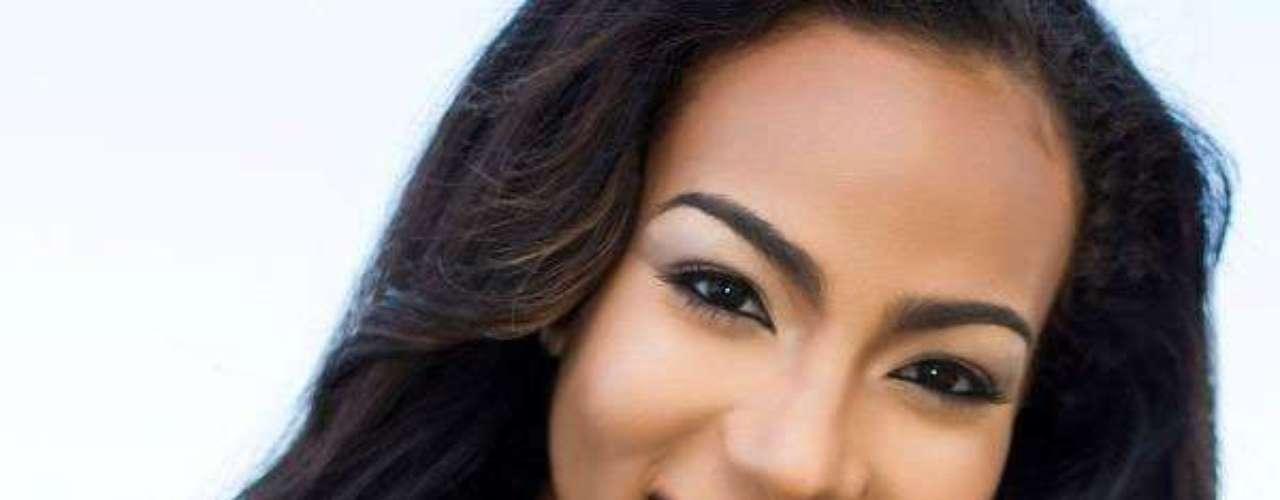 Miss Barbados - Regina Ramjit. Tiene 18 años de edad, mide 1.65 metros de estatura. Reside en Bridgetown.