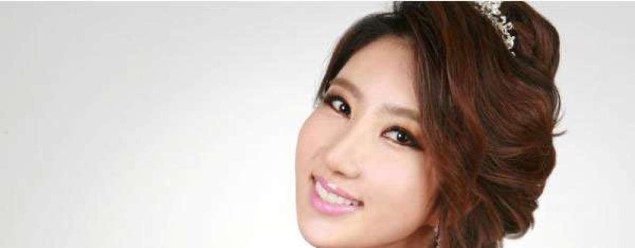 Miss Corea del Sur - Park Min-ji. Tiene 24 años de edad, mide 1.70 metros de estatura. Reside en Busan.