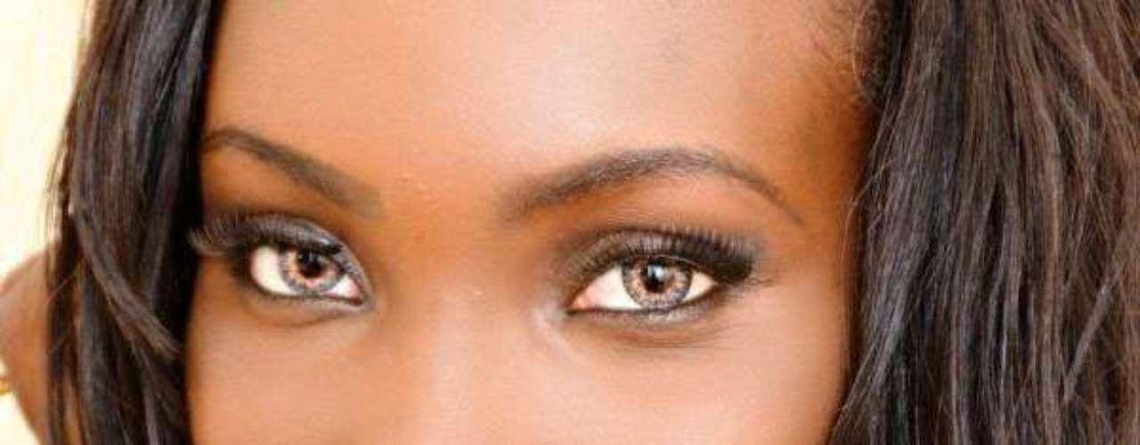 Miss Guyana - Ruqayyah Gabriella Boyer. Tiene 23 años de edad, mide 1.75 metros de estatura y reside en Georgetown.