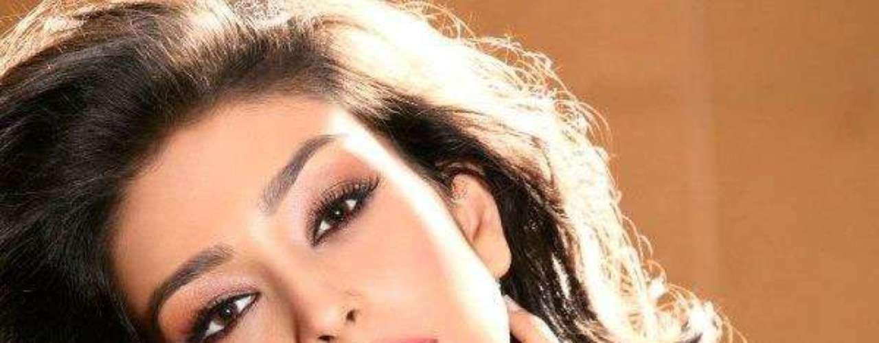 Miss India - Navneet Kaur Dhillon. Tiene 20 años de edad y mide 1.75 metros de estatura. Reside en Patiala