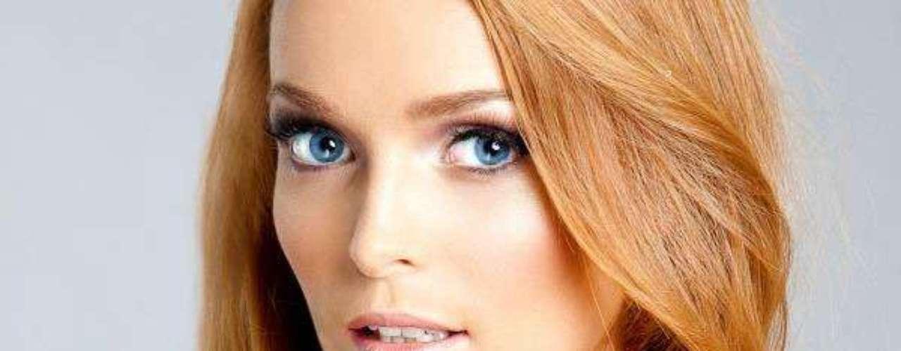 Miss Irlanda - Aoife Rose Walsh. Tiene 23 años de edad, mide 1.70 metros de estatura y reside en Clonmel