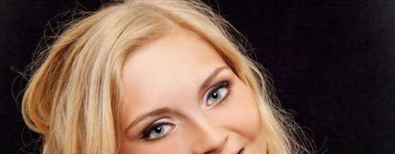 Miss Islandia - Sigridur Dagbjort Asgeirsdóttir. Tiene 22 años de edad y reside en Reikiavik.