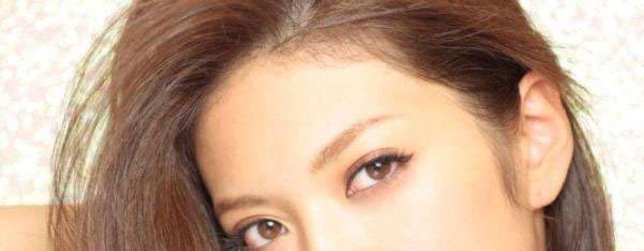 Miss Japón - Michiko Tanaka. Tiene 23 años de edad, mide 1.71 metros de estatura y reside en Tokio.
