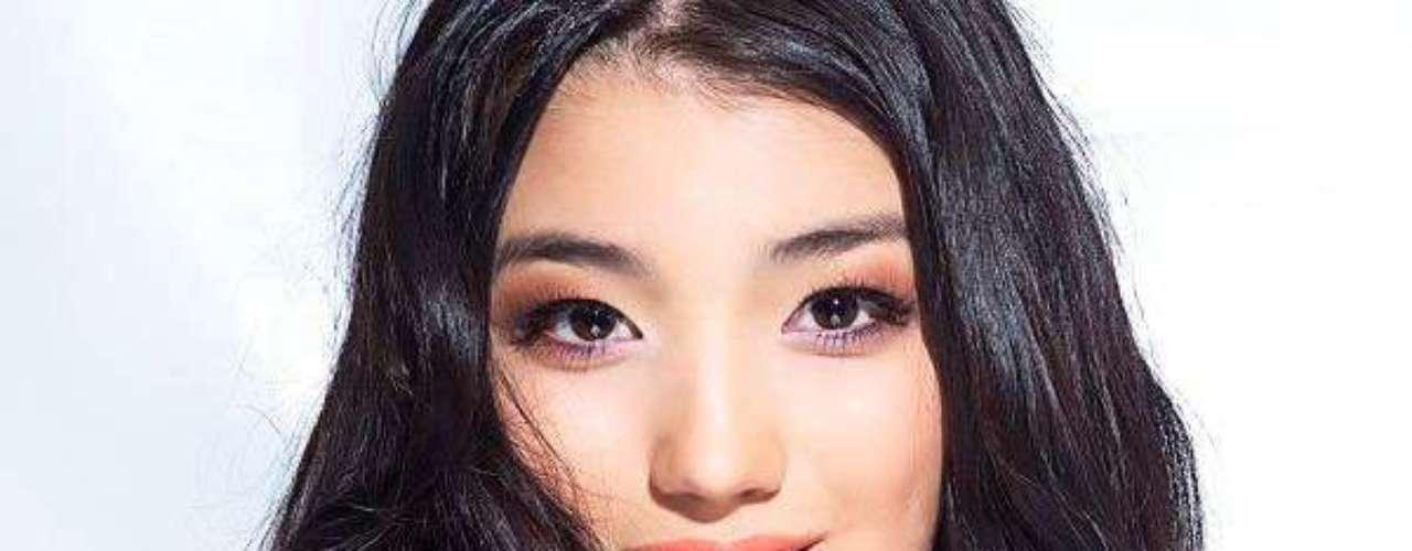 Miss Kazajistán - Aynur Toleuova. Tiene 18 años de edad, mide 1.73 metros de estatura y reside en Taldykorgan