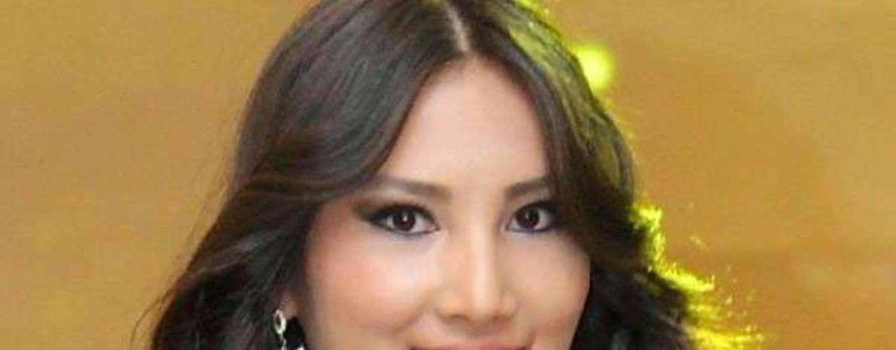 Miss Kirguistán - Zhibek Nukeyeva. Tiene 19 años de edad y mide 1.75 metros de estatura, reside en Biskek.