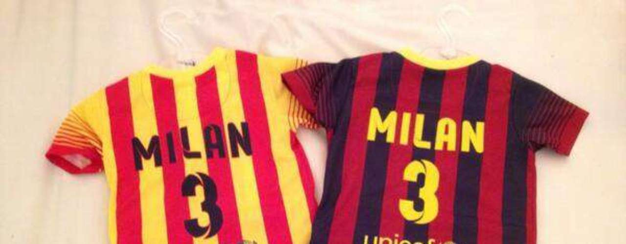 29 de Agosto - Piqué nos mostró a través de su Facebook los nuevos uniformes del Barcelona que tienen por nombre el de su pequeño hijo Milan