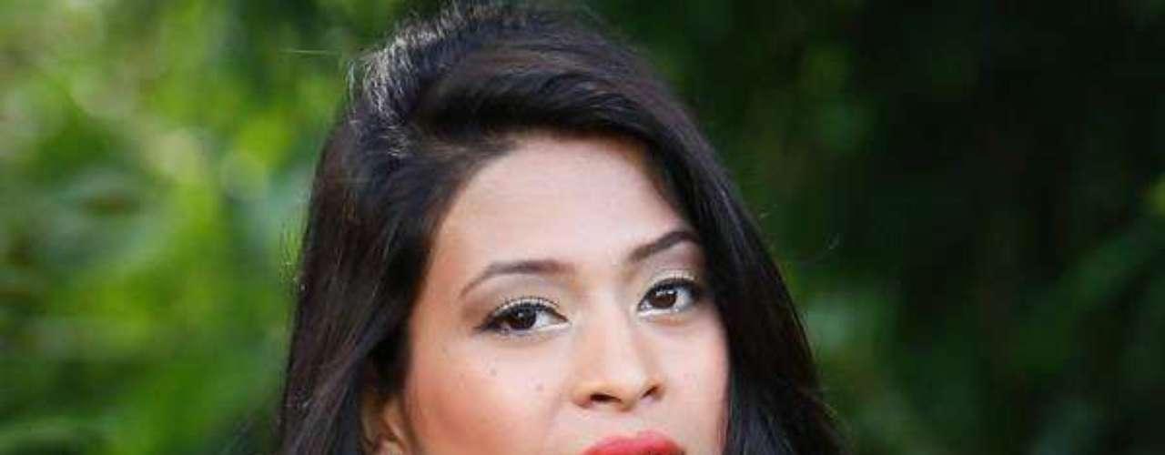 Miss Nepal - Ishani Shrestha. Tiene 21 años de edad, mide 1.75 metros de estatura y reside en Katmandú