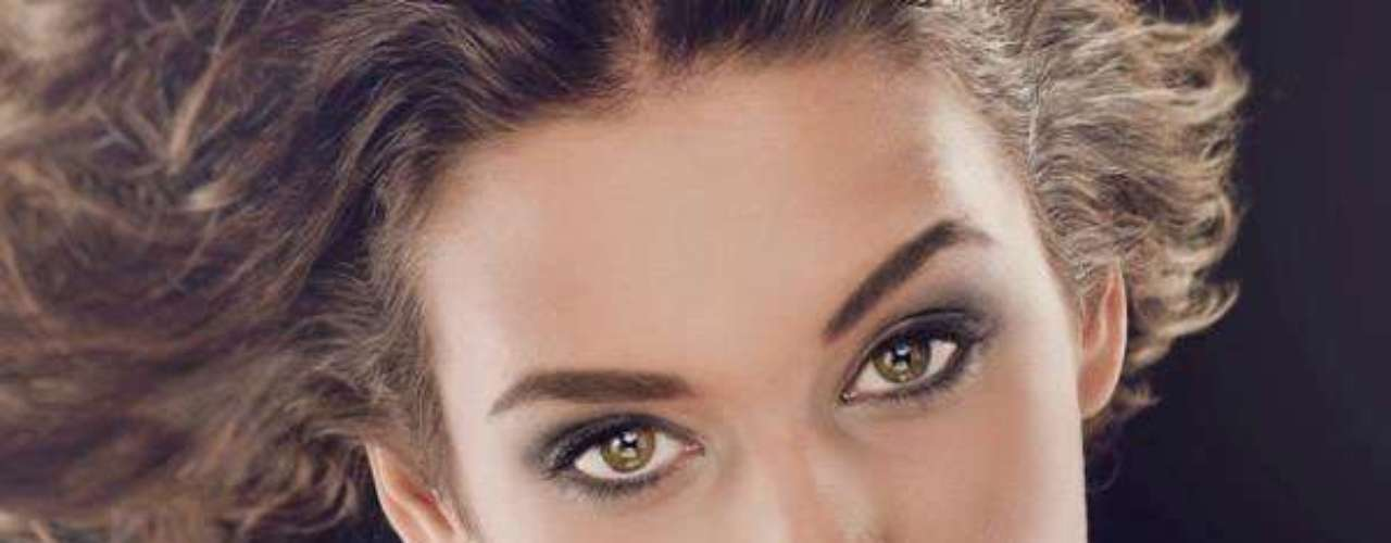 Miss Serbia - Aleksandra Doknic. Tiene 18 años de edad, mide 1.75 metros de estatura y reside en Pozarevac.