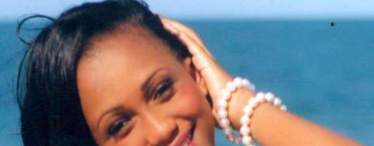 Miss Tanzania - Bridgit Alfred Lyimo. Tiene 20 años de edad, mide 1.72 metros de estatura y reside en Dar es-Salam