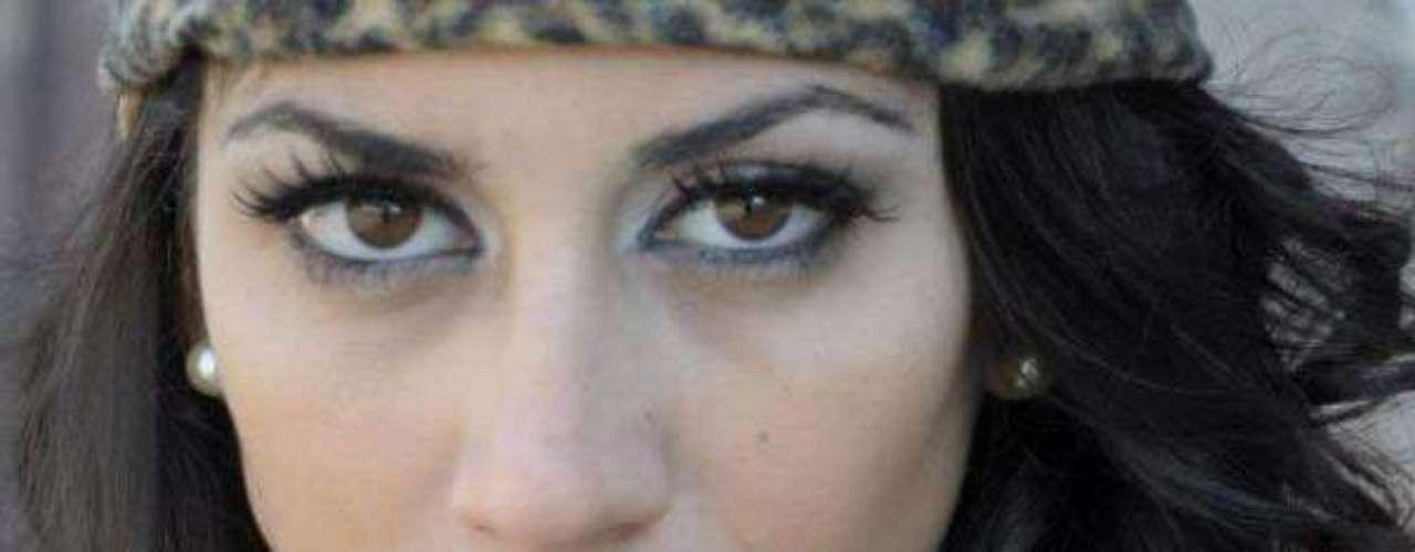 Miss Uruguay - Mercedes Bissio Del Puerto. Tiene 22 años de edad, mide 1.76 metros de estatura y reside en Maldonado