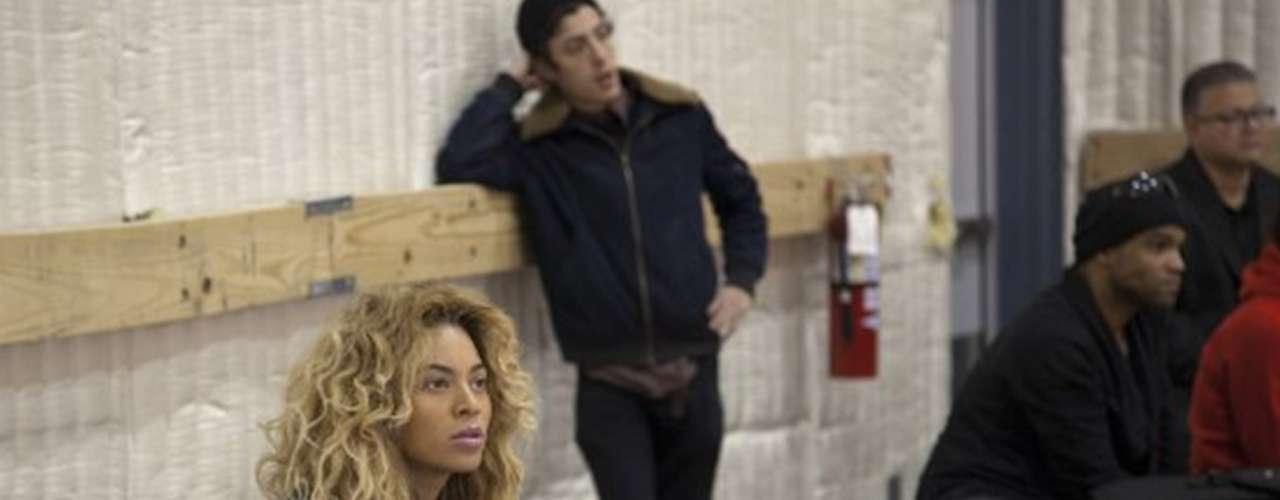'Life is But a Dream' (2013). Este filme documental para la televisión, dirigido por la misma Beyoncé Knowles en colaboración con Ed Burke e Ilan Y. Benatar, sigue a la intérprete de 'Halo' durante todo un año revelando aspectos de su vida personal y profesional.