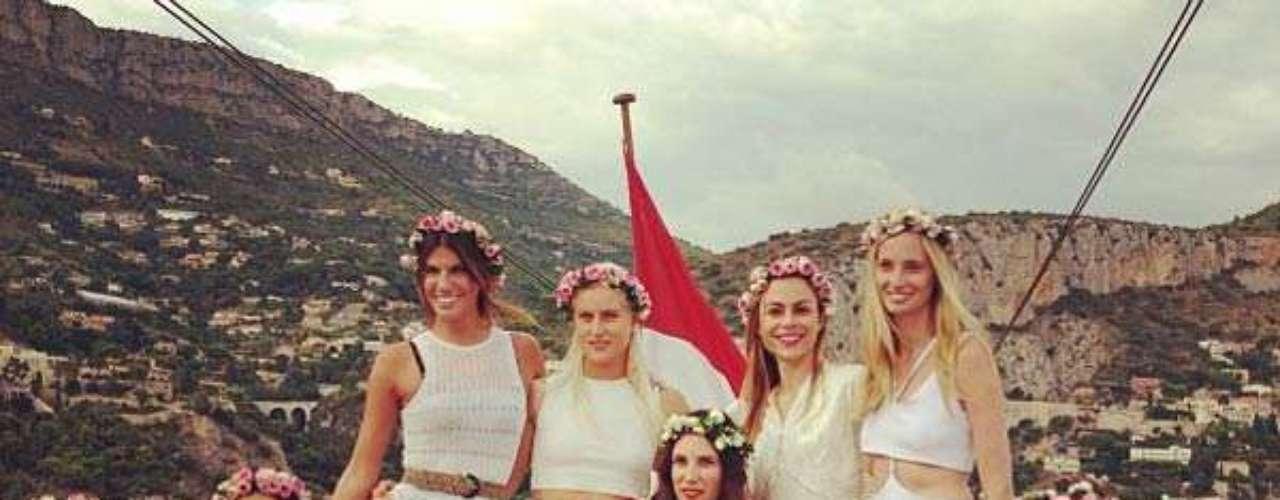 El jueves tuvo lugar la despedida de soltera de Tatiana, que celebró con sus mejores amigas en una fiesta muy boho chic a bordo del velero de su suegra.