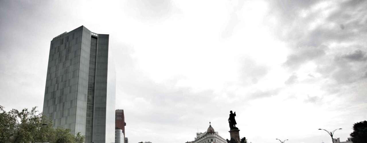 Las estaciones del Metro, Allende, Zócalo, Bellas Artes y Revolución quienes tienen que caminar para llegar a sus destinos.