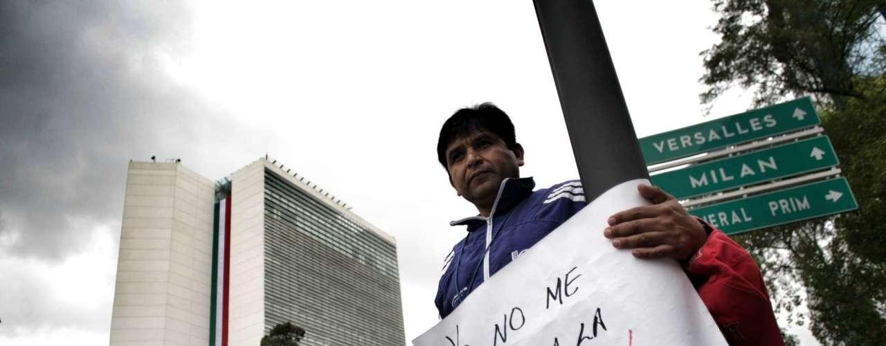 Tanto por las acciones de los manifestantes como por el operativo policiaco, la circulación en carriles centrales de Paseo de la Reforma se encuentra cerrada desde el Eje 1, al igual que en la Avenida de los Insurgentes, desde Reforma hasta la Glorieta de los Insurgentes.