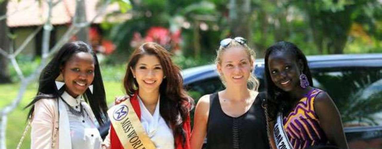 Miss Lesoto, Miss Singapur, Miss Bulgaria y Miss Sudán del Sur se unen para su primera foto grupal a su arribo al  Nirwana Bali Resort, lugar que las acogerá mientras se lleva a cabo todo este espectáculo de belleza.