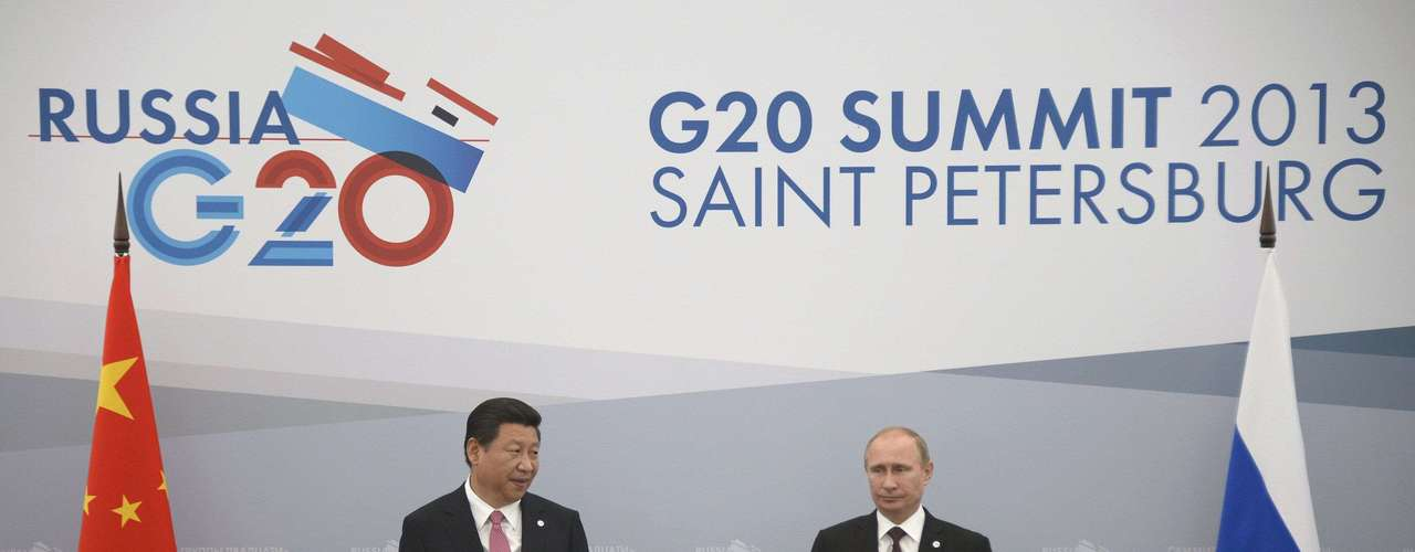 Russia's President Vladimir Putin (R) meets with his Chinese counterpart Xi Jinping at the G20 Summit in Strelna near St. Petersburg, September 5, 2013.  REUTERS/Alexander Nemenov/Pool (RUSSIA - Tags: POLITICS BUSINESS)