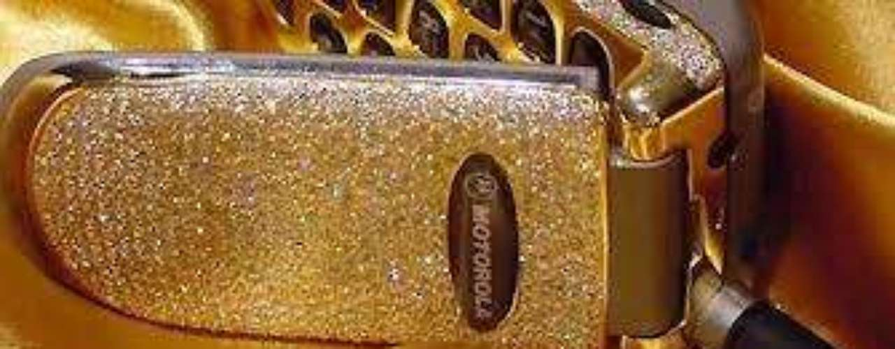 Motorola V22 Special Edition. Esta edición especial de Motorola tiene 1.200 diamantes y un teclado de oro de 18 kilates.