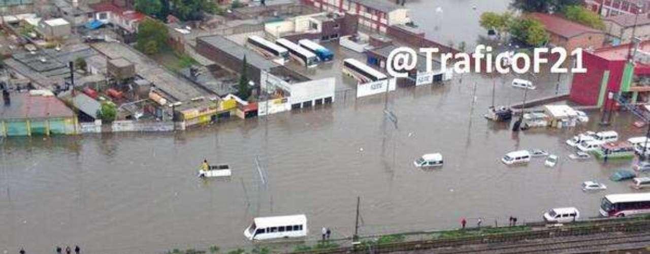 La circulación se encuentra seriamente afectada a partir del Metro Guelatao, mientras que las estaciones de Los Reyes y La Paz de la línea A del Sistema de Transporte Colectivo (STC) Metro del Distrito Federal se encuentran sin servicio por las lluvias.