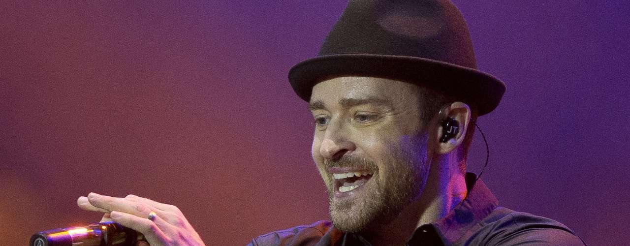Justin Timberlake es otro de los favoritos y con su tema, 'Mirrors' consiguió el séptimo puesto. Sin duda alguna, ahoraes la figura masculina más aplaudida del pop.