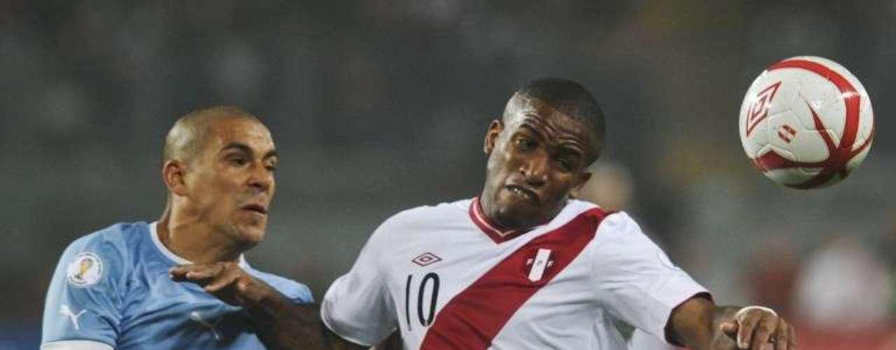Jefferson Farfán marcó a seis minutos del final, el único gol de Perú.