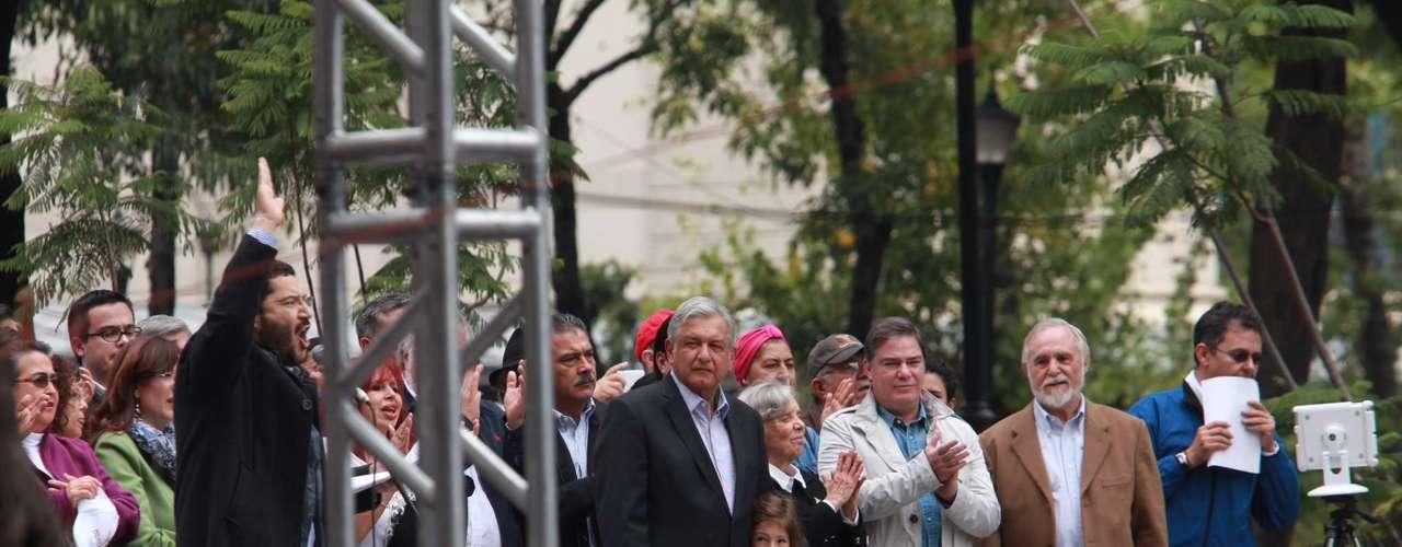 Al advertir que lo que pretenden es una traición a la Patria y un atraco, propuso que el 15 de septiembre en todas las delegaciones se realicen asambleas de Morena para informar a los ciudadanos.