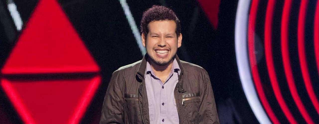 Edgar Omar Espinoza cantó 'Cinco Minutos' y se fue con Alejandra Guzmán.