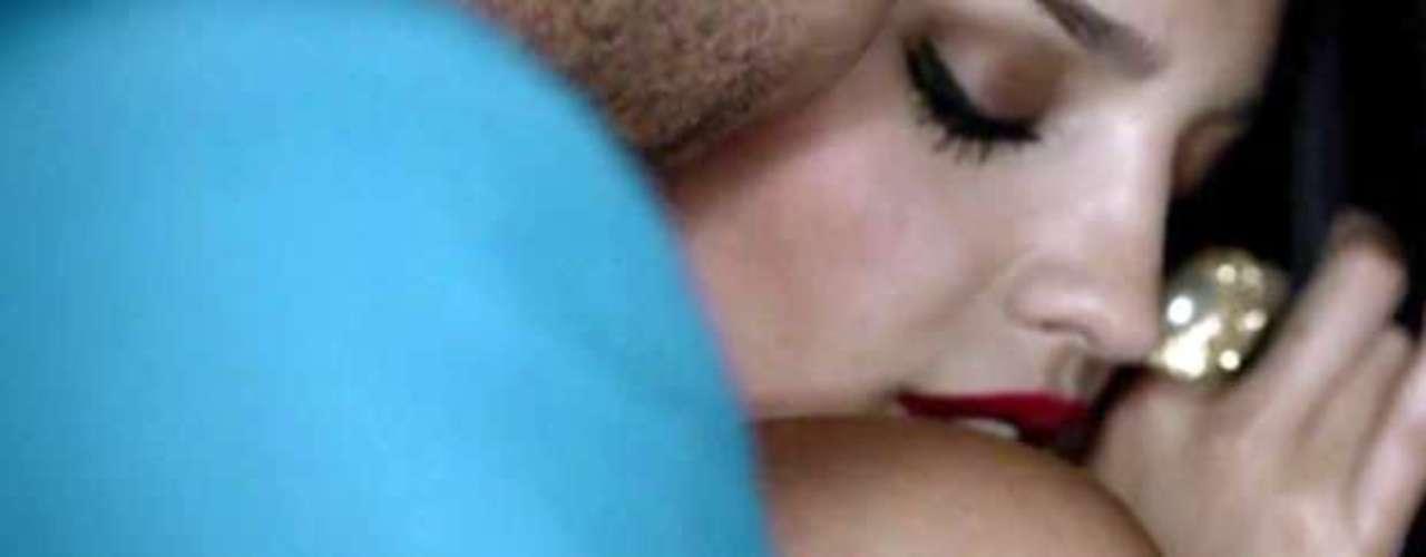 """""""Propuesta Indecente"""" fusiona dos de los ritmos más sensuales: la bachata dominicana que siempre ha sido la tarjeta de presentación de Romeo Santos y el tango argentino."""