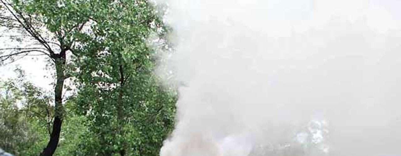 Maestros de la Coordinadora Nacional de Trabajadores de la Educación (CNTE) quienes pretendían bloquear Periférico y Circuito, se enfrentaron con granaderos de la SSP del DF frente a Los Pinos.