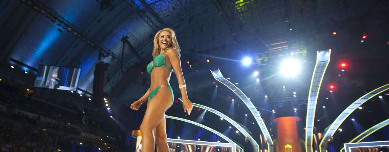 Miss Tennessee Shelby Thompson competes in the bathing suit portion during the preliminary round of Miss America pageant in Atlantic City, New Jersey, September 10, 2013. Miss America will be crowned during the final ceremony on Sunday, September 15.  REUTERS/Carlo Allegri (UNITED STATES - Tags: ENTERTAINMENT)