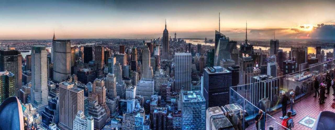 Nueva York desde el Top of the Rock, en el Rockefeller Center. El mirador de este emblemático edificio de la Gran Manzana ofrece una de las mejores vistas de la ciudad con el Empire State a un lado y central Park al otro. Muy recomendable subir al atardecer para ver el encendido de esta mágica urbe.