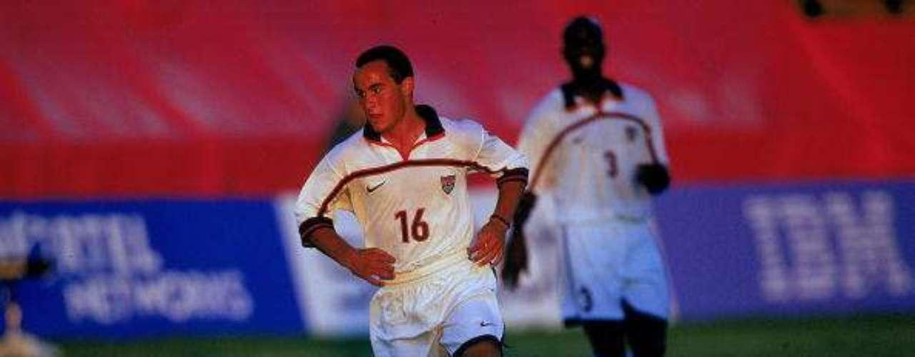 Landon Donovan fue uno de los responsables del cuarto lugar de Estados Unidos en el Mundial Sub-17 de 1999, la mejor ubicación del país en esa competición, y además ganó el balón de oro. Su liderazgo también se plasmó a través del tiempo, donde es el máximo goleador de su selección y con la que el año que viene disputará su cuarta Copa del Mundo en Brasil.