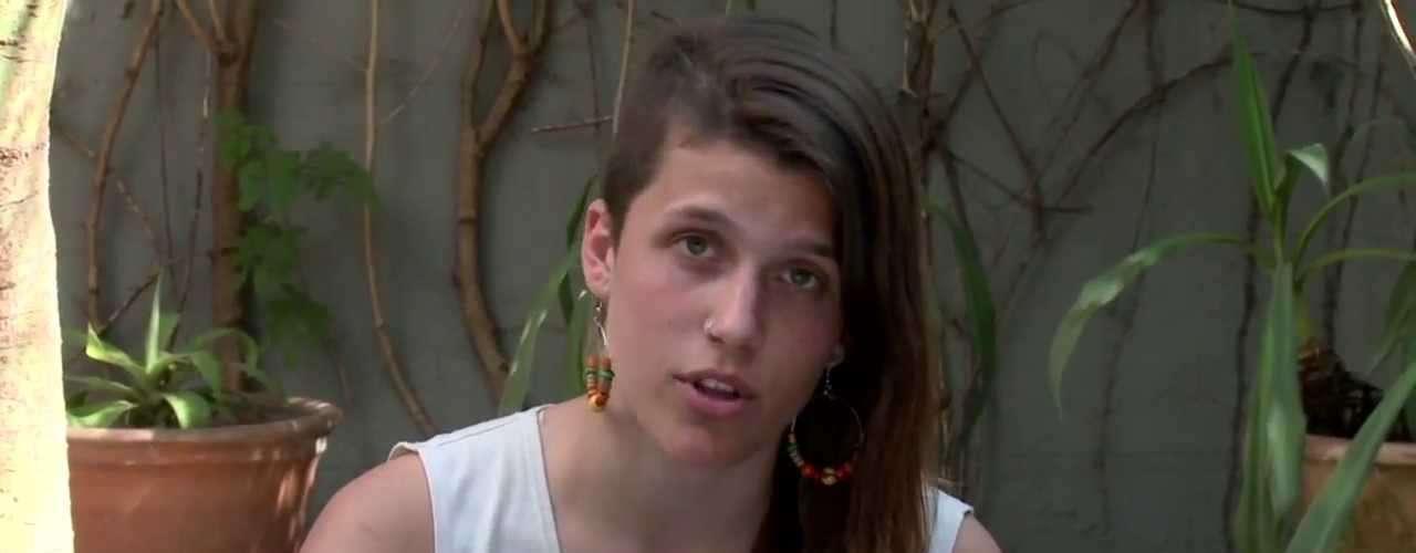 Camila Speziale, la activista de Greenpeace que fue detenida en el Ártico por oficiales rusos, tiene apenas 21 años, es estudiante de fotografía, vive en el barrio porteño de Caballito y hace cuatro años se alistó como voluntaria de la organización, cuando solo tenía 17 y una fuerte convicción de su lucha por el medio ambiente.