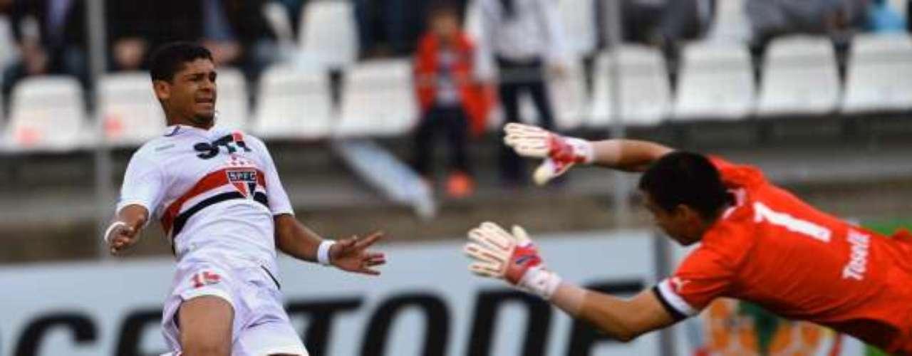 BAJAS EN SAO PAULO: Si bien el técnico Ramalho anunció que alineará a su mejor gente con Ganso y Luis Fabiano a la cabeza, los paulistas no podrán contar con Denilson, quien está afectado de una lesión en su muslo derecho.