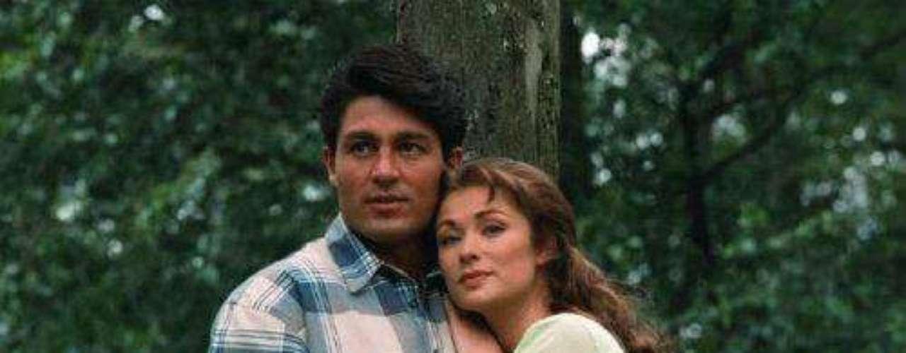 """Esta telenovela hecha en 1987 enmarcó una historia de desavenencias en el set. Se dijo repetidamente que Lety Calderón no se sentía cómoda con Fernando Colunga y que ese sentimiento la llevó a pedirle a Delia Fiallo, la escritora, que cambiara el final de la historia para que su personaje, """"Esmeralda"""", no quedara con """"José Armando"""", sino con """"Gamboa"""", quien era su otro pretendiente."""
