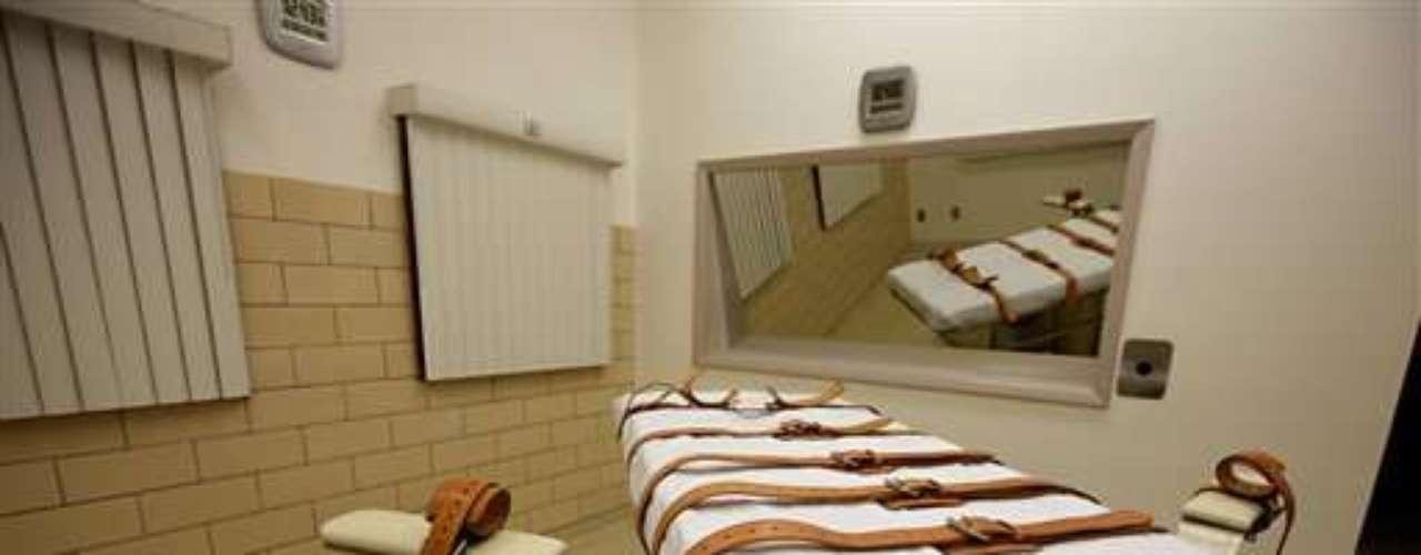 Algunos prisioneros, como Lawrence Reynold- condenado en Ohio en 1994- terminan suicidándose por las penosas condiciones de vida y la depresión que esto conlleva.