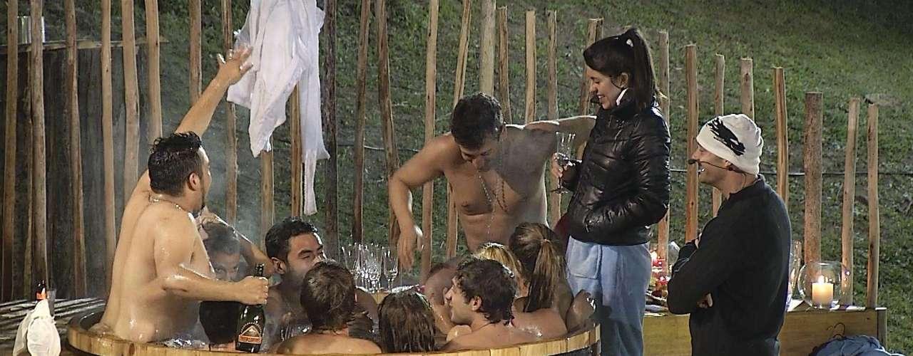 Jacuzzi, topless, aventura extrema y candentes confesiones - Pablo Ruiz dijo que Luis Miguel es bisexual - fueron parte del primer capítulo de \