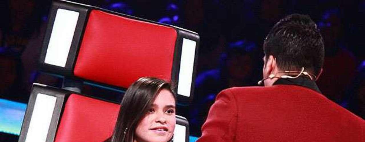 Itala Rodríguez se lució ante los cuatro entrenadores, los quevoltearon sus asientos por ella, pero la joven eligió a Jerry Rivera como maestro.