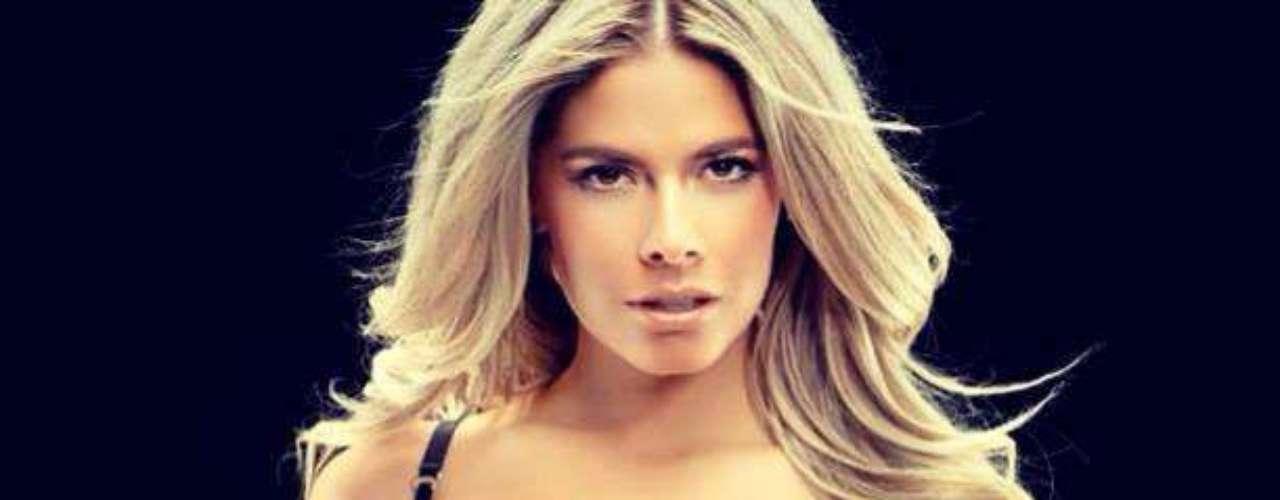 Miss Países Bajos - Stephanie Tency. Tiene 23 añoos d edad, mide 1.73 metros de estatura (5 ft 8 in) y reside en Amsterdam