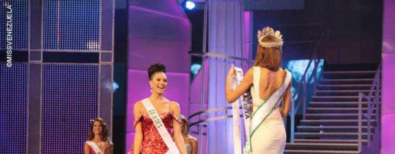 La segunda finalista fue Miss Cojedes, Wilmayerlin \