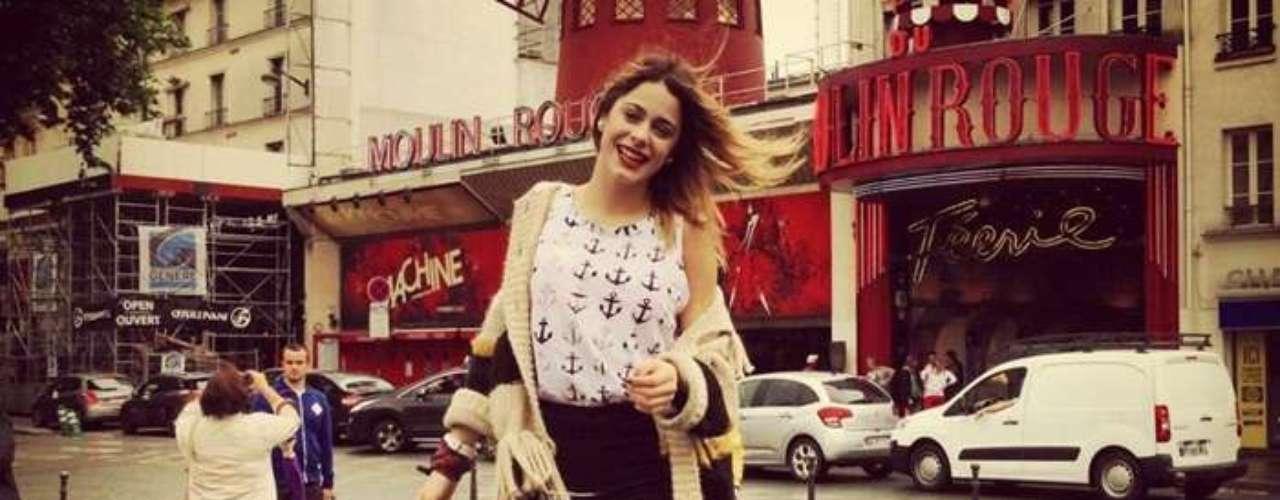 Tini Stoessel disfrutando de las calles de París.