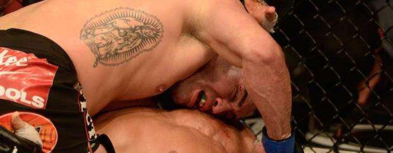 Velásquez derrotó por decisión unánime (50-45, 50-43, 50-44) a Cigano, quien casi no tuvo reacción y lució muy cansado y desconcertado tras los potentes golpes de Velásquez, que se cobró la revancha y no perdonó al brasileño.