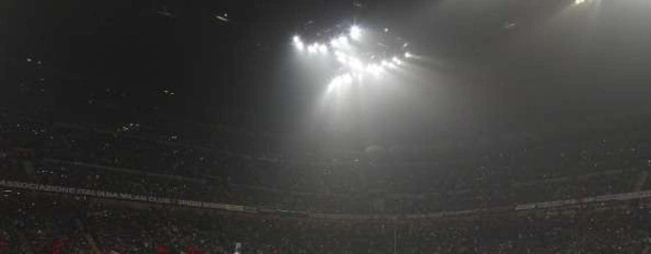 El recinto italiano se llenó para vivir uno de los clásicos de la Liga de Campeones