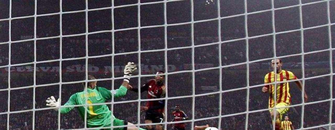 Robinho definió a la perfección ante Valdés