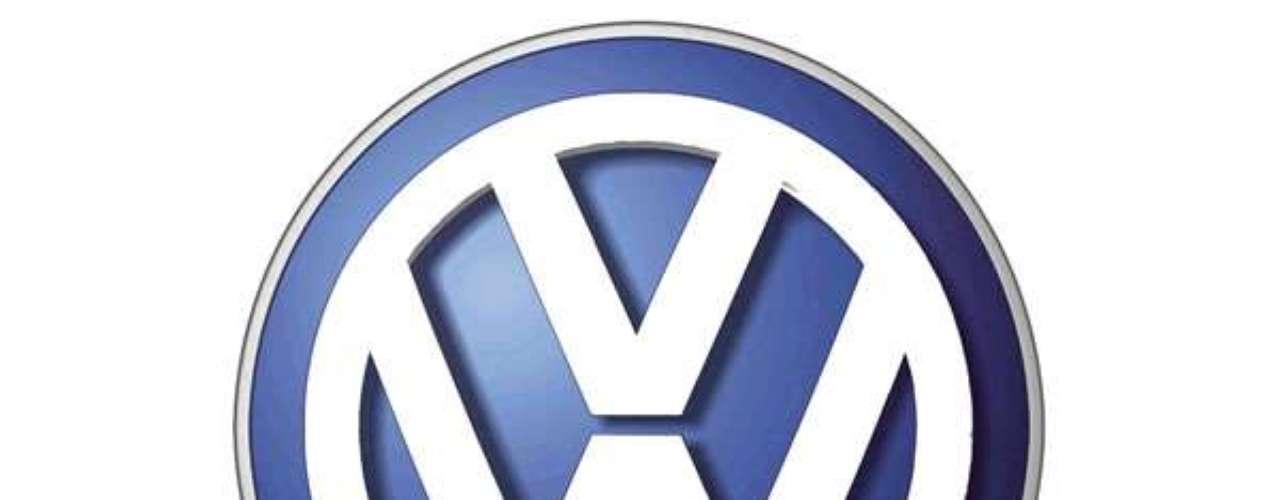 Volkswagen. El logo surgió de una competencia interna de la fábrica, donde el ganador fue un ingeniero llamado Franz Reimspiess, quien perfeccionaría el motor del Escarabajo en 1930