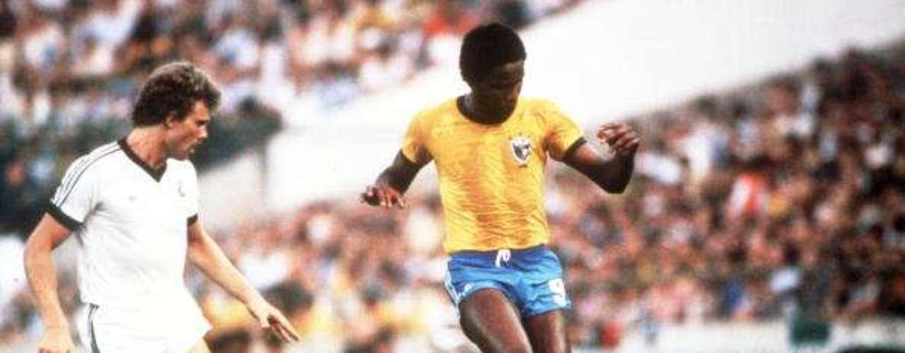 Ricki Herbert como jugador disputó el Mundial de 1982 ante Brasil, aunque con muy malos resultados.