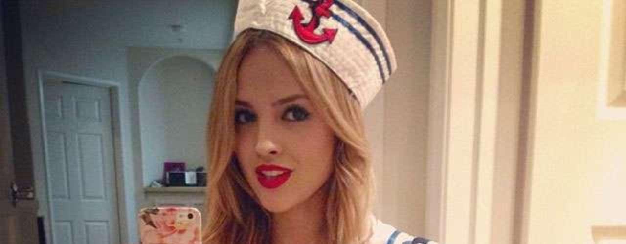 28 de Octubre. La actriz mexicana Eiza González comparte con sus seguidores una sensual fotografía de su disfraz de Halloween, con el cual se convirtióen una atractiva marinerita.