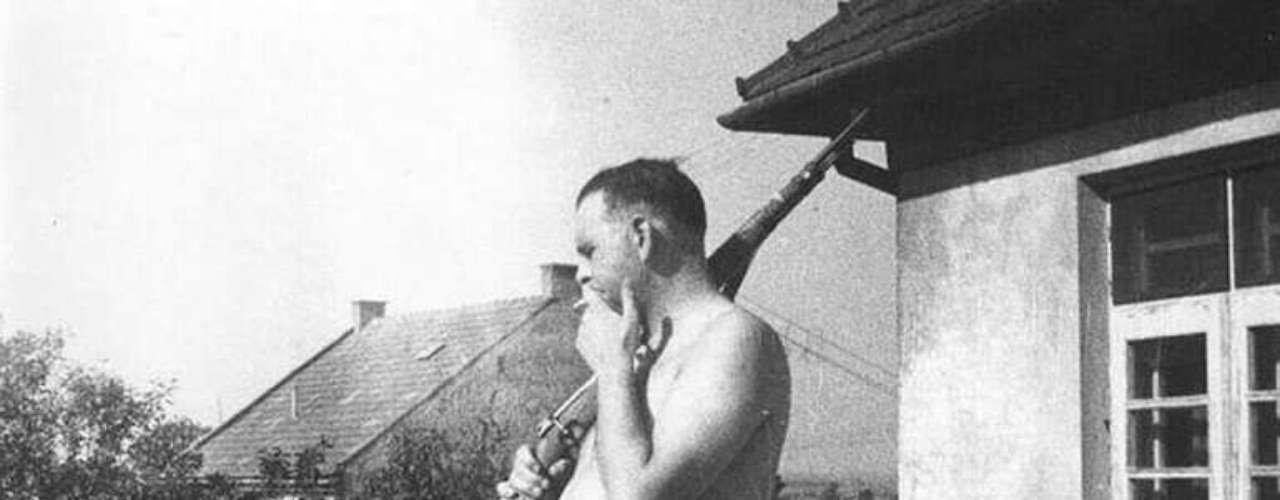 """Amon Göth, apodado """"El Verdugo"""", fue un capitán de la SS que practicaba a la puntería con prisioneros judíos del campo de concentraciónde Plaszow, en Polonia."""
