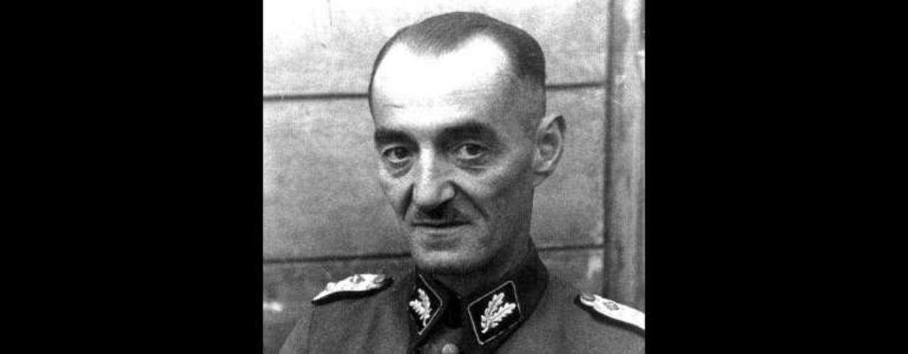 Oskar Dirlewanger tuvo una posición destacada en la SS y formó un batallón de cazadores furtivos convictos con quienes cometió atrocidades en diferentes ciudades polacas.