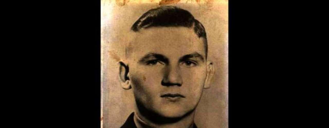 Martin Sommer fue considerado el más sádico entre las filas de Hitler. Sommer utilizaba una especie de cascanueces para reventar el cráneo de aquellos que caían en sus manos. También toturaba a los prisioneros dejándolos de pie todo el día en sus celdas sino eran apaleados hasta morir. Solía matar a los judíos a golpes con una barra de hierro.